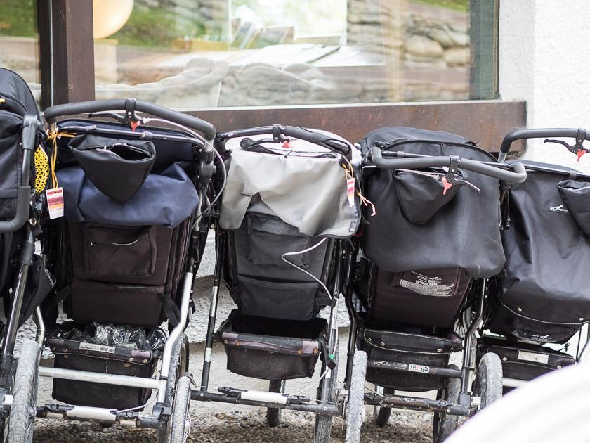 Tipps für einen entspannten Familienurlaub_Kinderwagen leihen