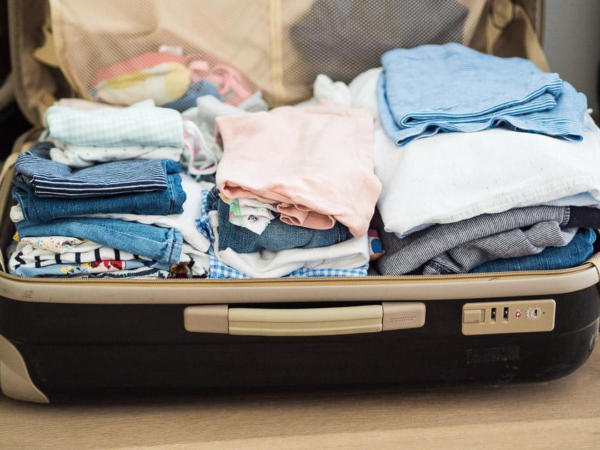 Tipps für einen entspannten Familienurlaub_Koffer packen