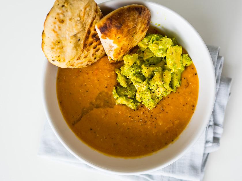 Meal Prep für Familien_Rote Linsen Guacamole Naan Brot