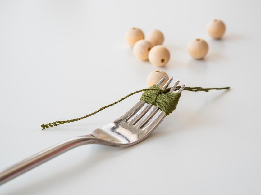 Einfache DIY Pom Pom Ketten_Gabel Pom Pom