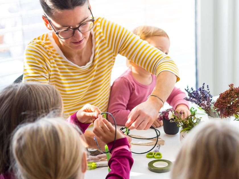 Brunchparty Kindergeburtstag für Mädchen_DIY Blumen Haarreifen