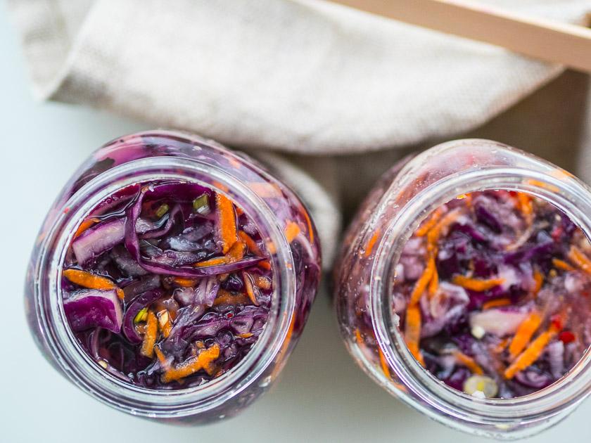 DIY aus der Küche Kimchi Rezept_Kimchi in Gläser abfüllen