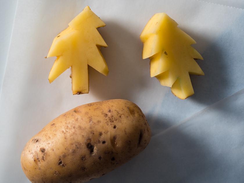 Basteln mit Kindern in der Adventszeit_Kartoffeldruck Tannen