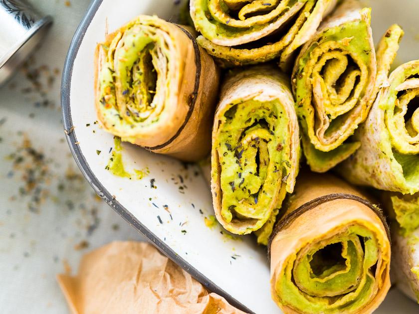 Familien Frühstückstisch_Wraps mit Erbsen Hummus und Ei Rezept