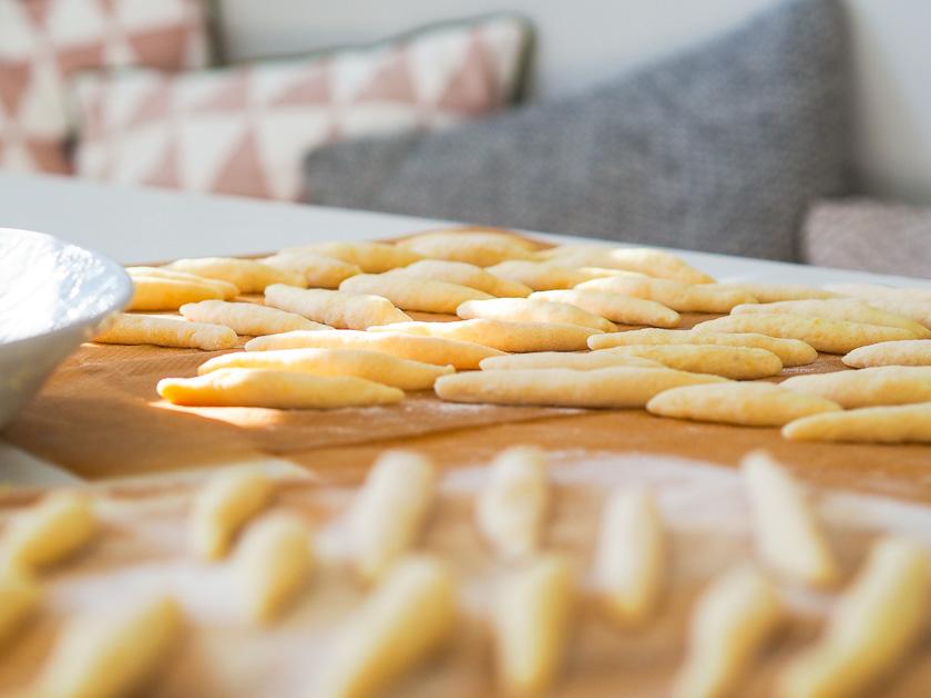 Familienrezept für Omas Mohnnudeln_Schupfnudeln aus Kartoffelteig