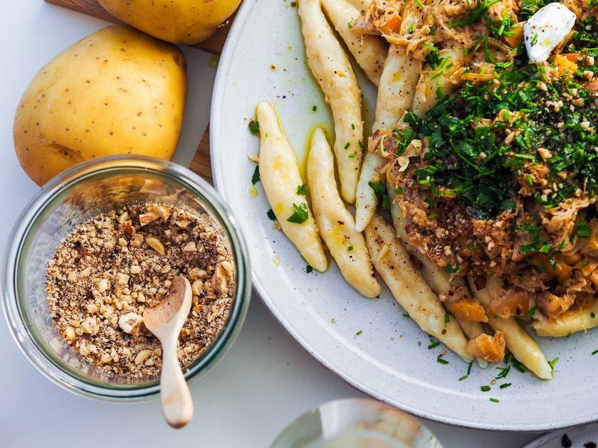 Familienrezept für Omas Mohnnudeln_Schupfnudeln mit Sauerkraut, Speck & Äpfeln