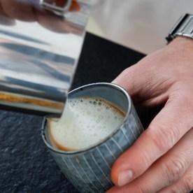 Siebträger Kaffeemaschine_Milch schäumen