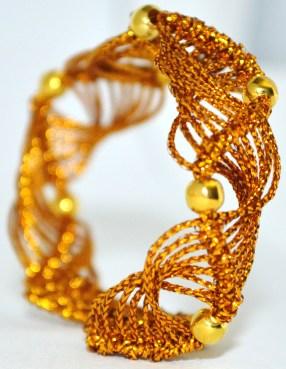 Color oro ricco di luce, luminoso ed elegante https://www.etsy.com/it/listing/212871301/bracciale-color-oro-fatto-a-mano-in?ref=shop_home_active_1