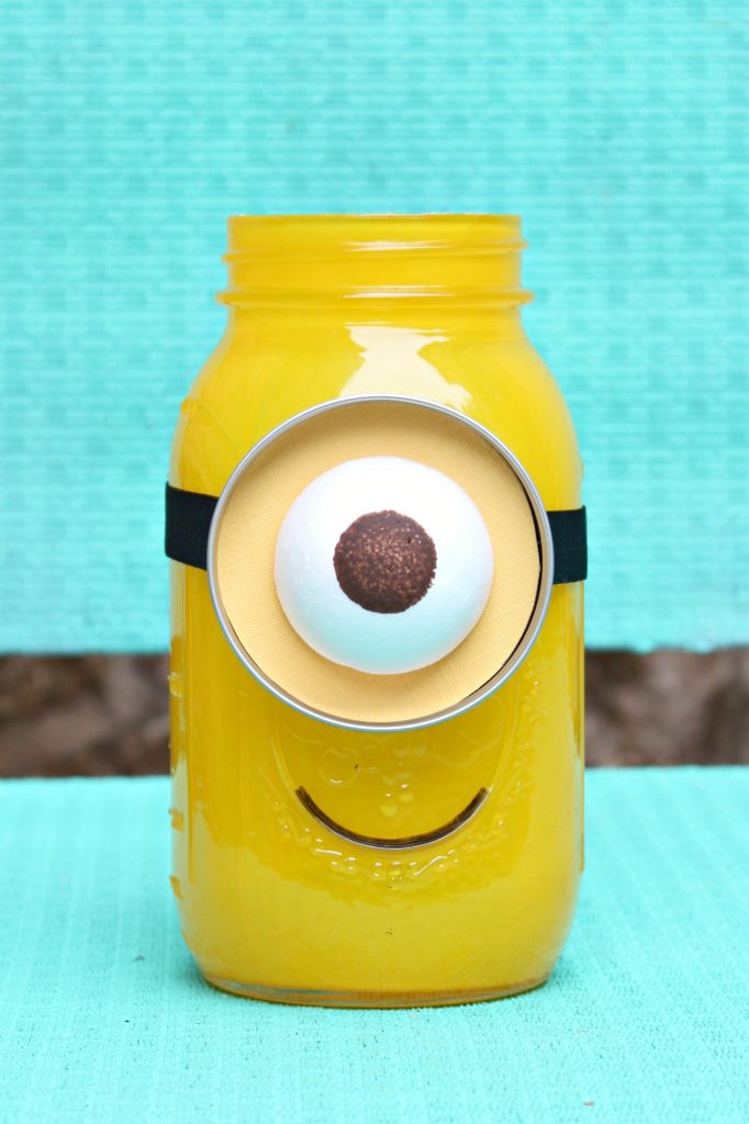 Learn how to make a Minion Mason Jar for gift giving. The full tutorial includes a round up to over 25 mason jar gift ideas!