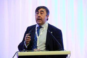Doctor Moreno Cabello durante la intervención en el Congreso AAD, relacionando Dolor y Boca