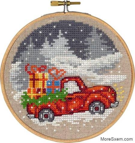 Красный автомобиль с рождественскими подарками