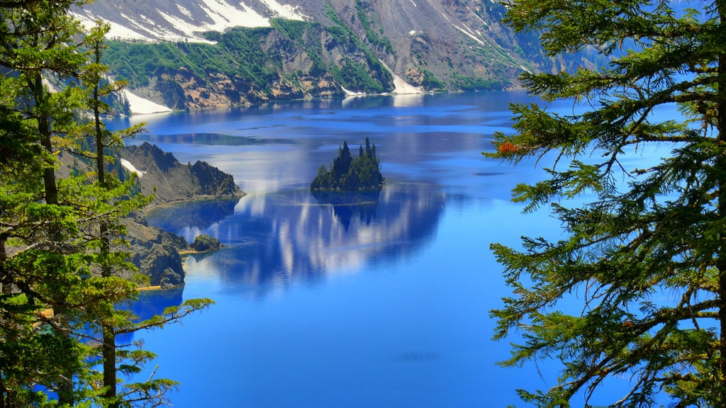A ship-shaped island | Crater Lake National Park