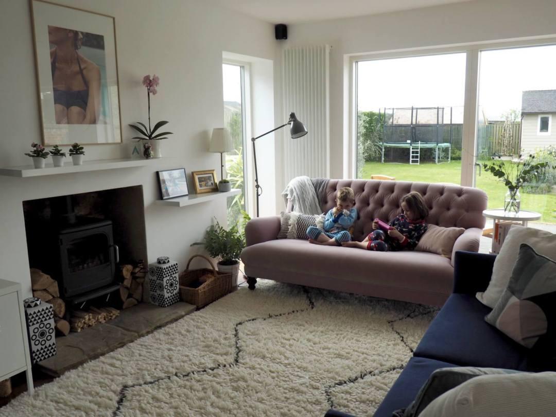 home tour bungalow - living space