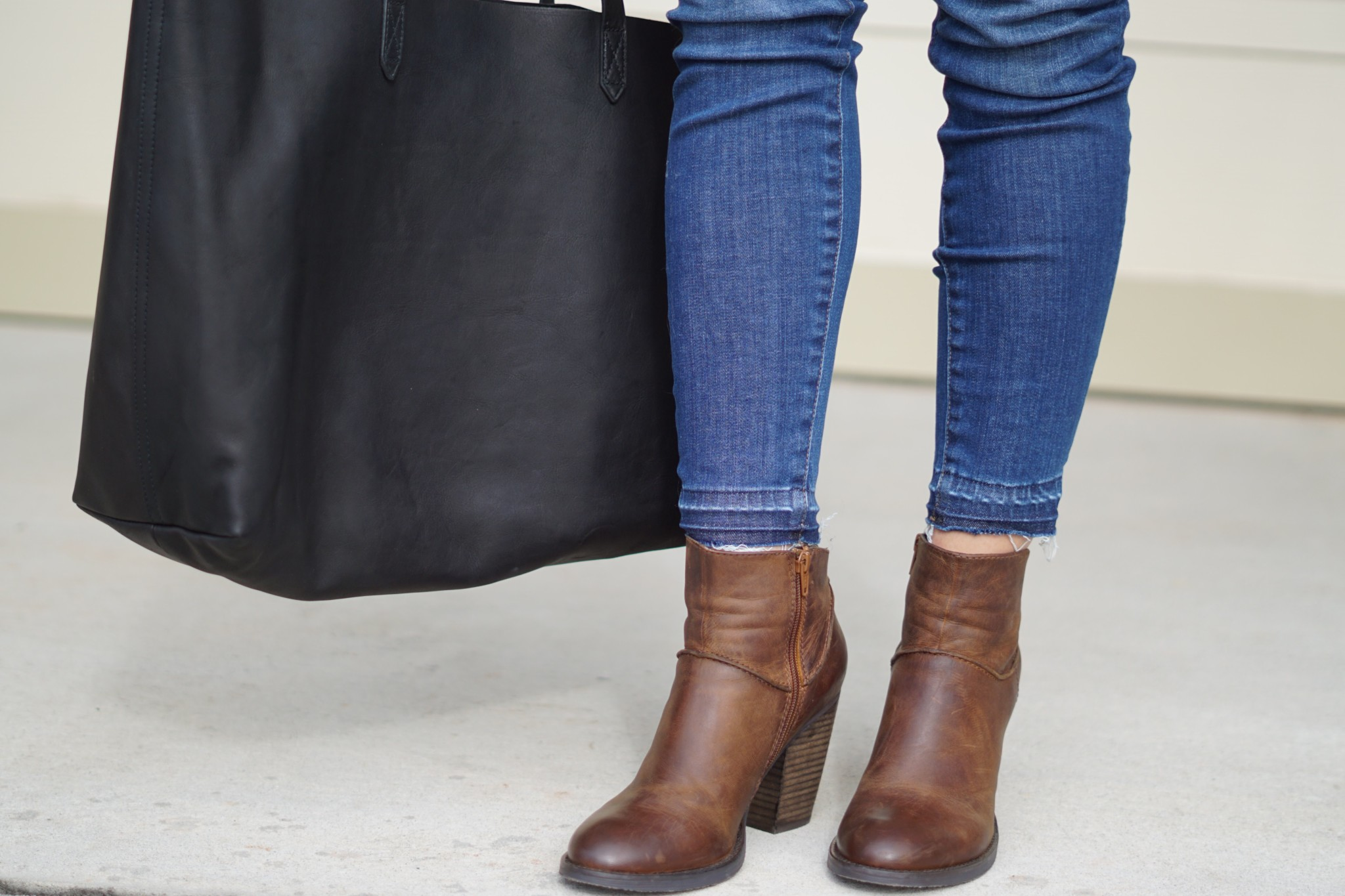 madewell jeans and east-west tote and steve madden radio booties