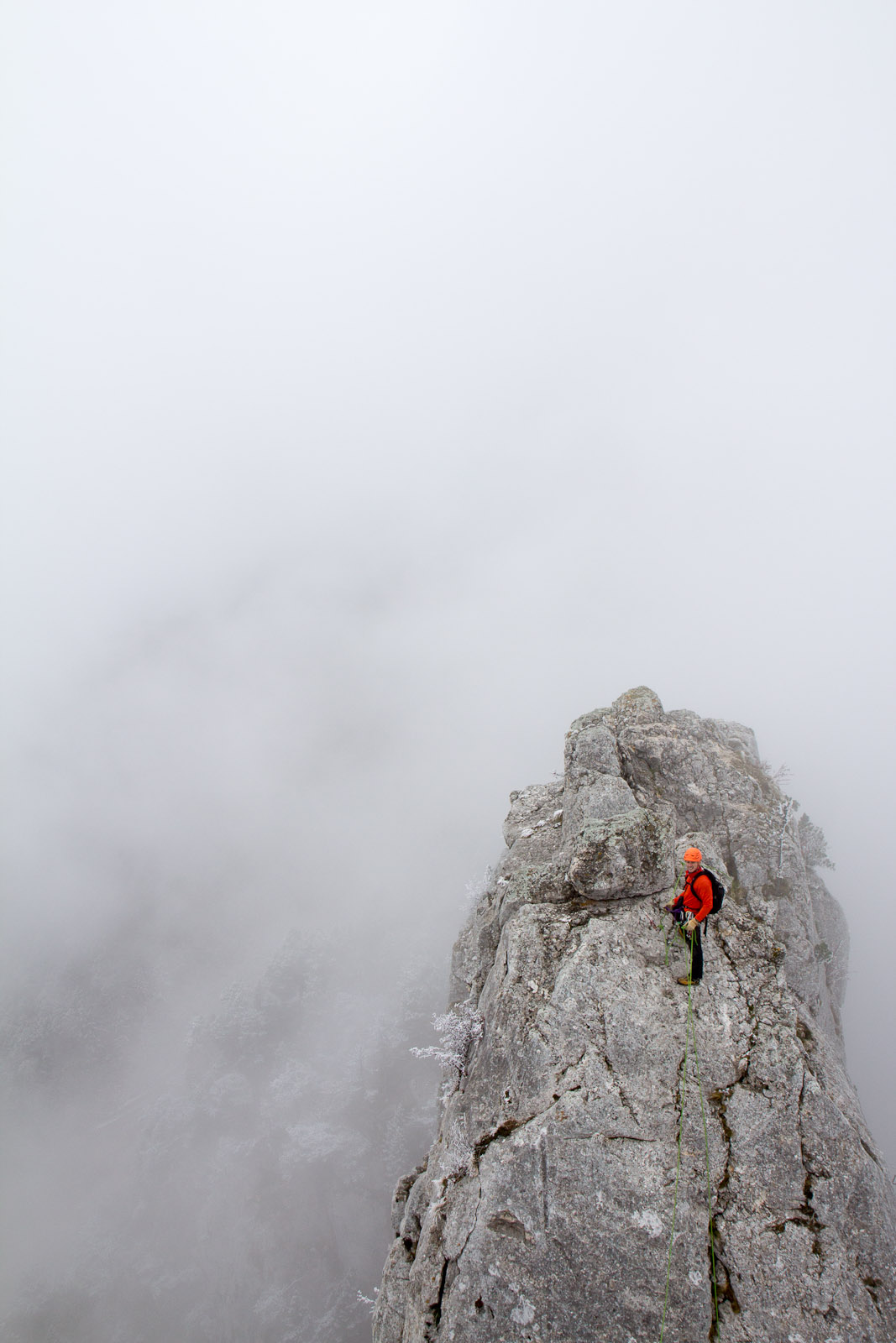 Cédric en plein alpinisme sur le parcours des Trois Pucelles