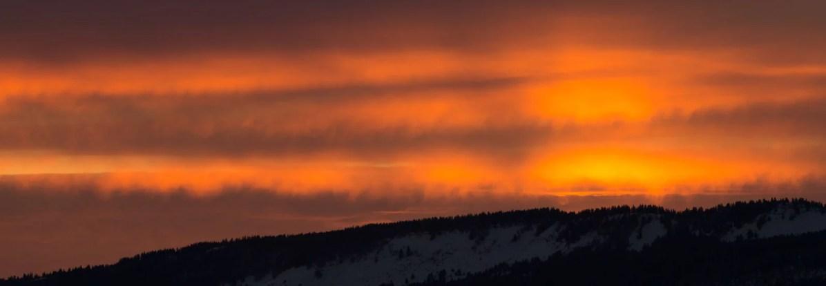 Ciel de feu au dessus des forêts du Vercors
