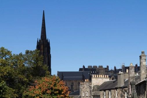 Un des nombreux clochers d'Edimbourg vu depuis Greyfriars Kirkyard