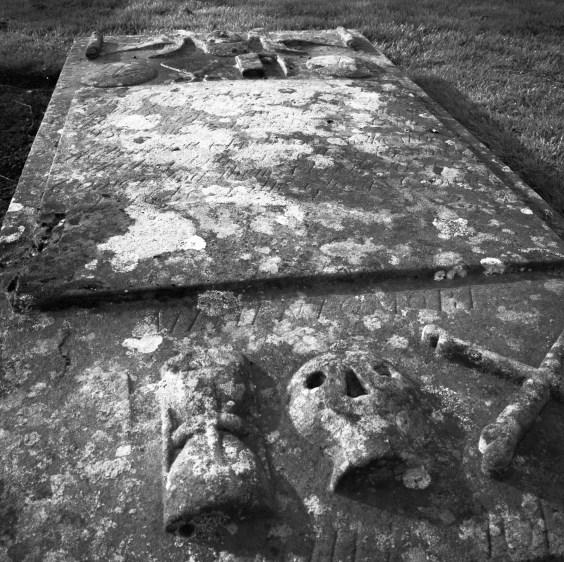 Pierre tombale dans le cimetière d'Eassie