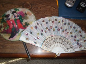 I really love the rainbow flower fan! COLORS! ^.^