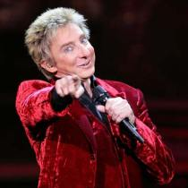 Barry Manilow sings it out!