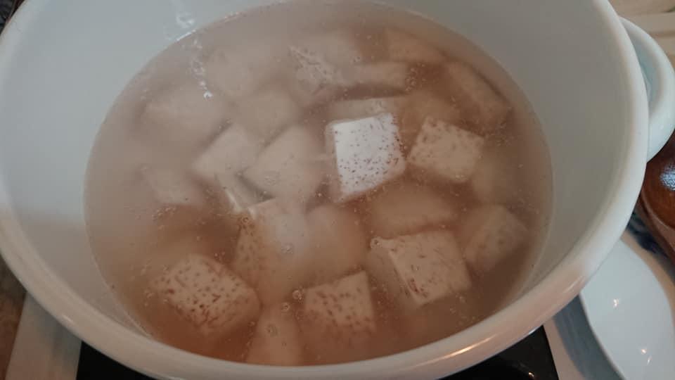 琺瑯鍋煮芋頭湯