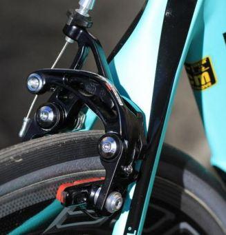 ビアンキOLTRE(オルトレ)『XR4』と『XR3』を比較インプレッション ブレーキ方式の違い