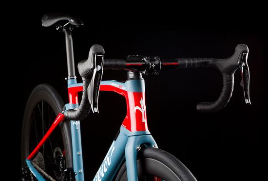 【2018年モデル】Wilier『cento 10 NDR』。振動吸収Actiflexを搭載したレーシングコンフォートバイク。 ワイヤーフル内蔵