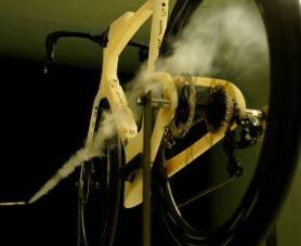 空力学的凸凹の付いた革新的エアロロードバイク『Diamondback IO』 下方シートステイ