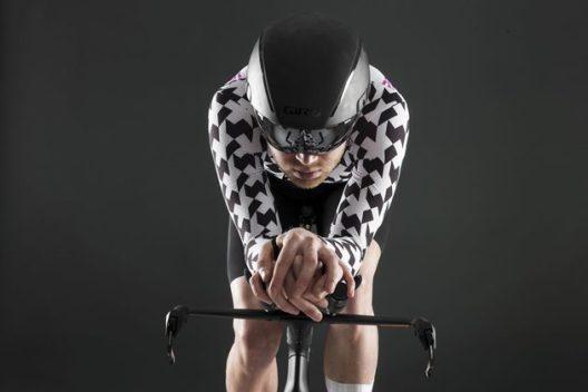 エアロ的に最速に走れる「手」と「肘」のポジションとは?
