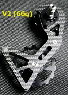 """新素材&大口径化!カーボンドライのビッグプーリーが第三世代""""V3""""へ。 12T-17T用の巨大ケージ"""