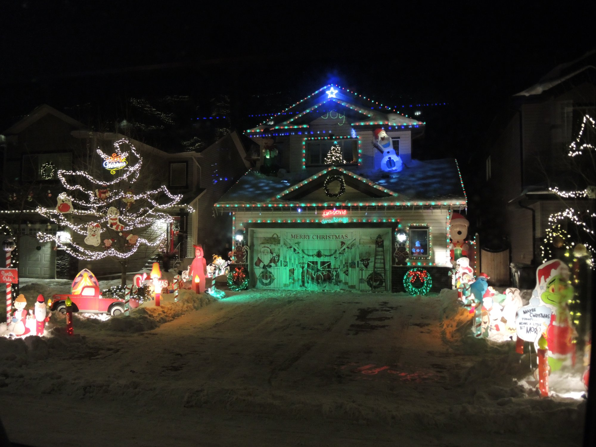 Morinville selects its best decorated homes the for Local house builders
