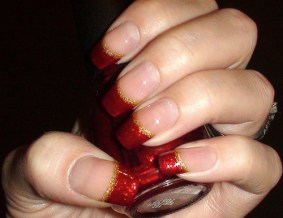 Glittering-Red-Christmas-Nails