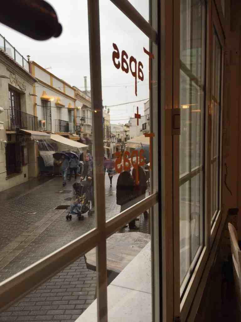 En regnvejrsdag i Frigiliana og noget om en bar