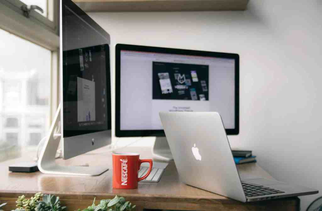 10 time saving hacks all business leaders need to embrace. Image source https://www.goodfreephotos.com/albums/business-and-technology/macbook-with-mac-computers-on-office-desk.jpg