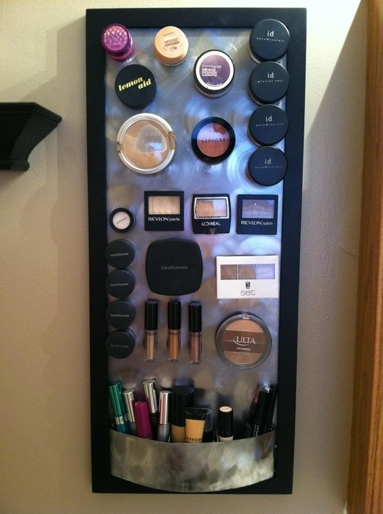 bathroom-ideas-magnetic-shelf