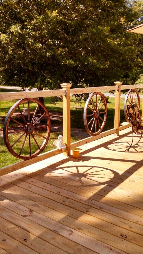 wagon wheel deck railing - Deck Railing Design Ideas