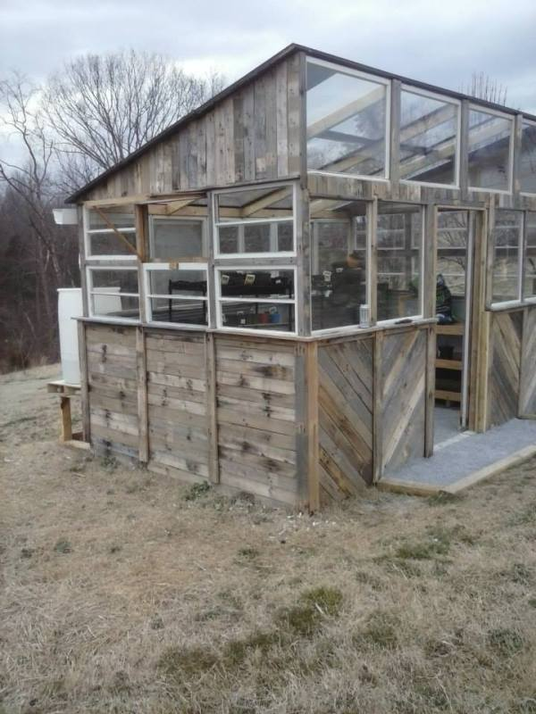 15 diy pallet greenhouse plans ideas that are sure to for What is a greenhouse made out of