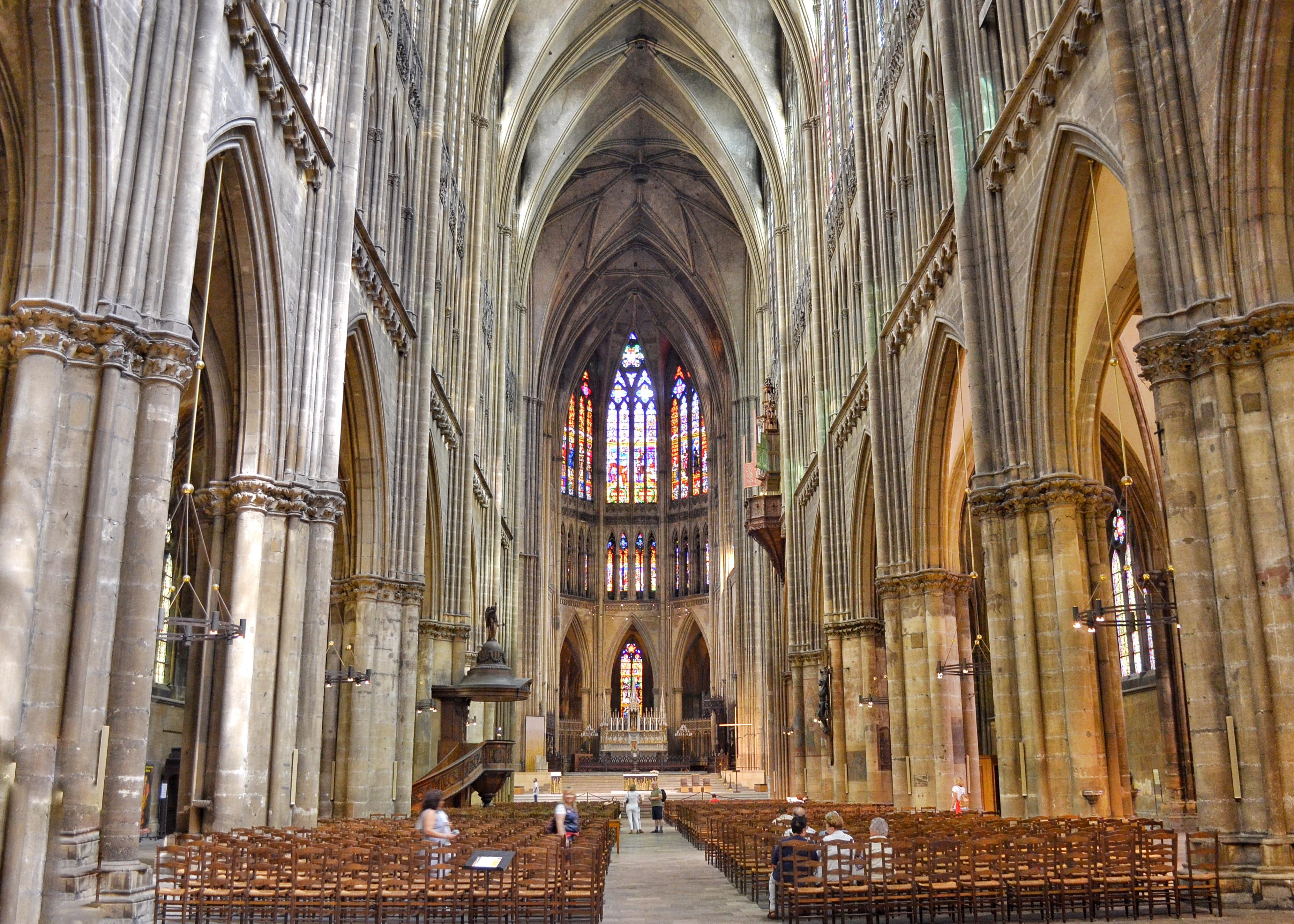 La Cathédrale de Metz Intérieur / Morning Sophie .