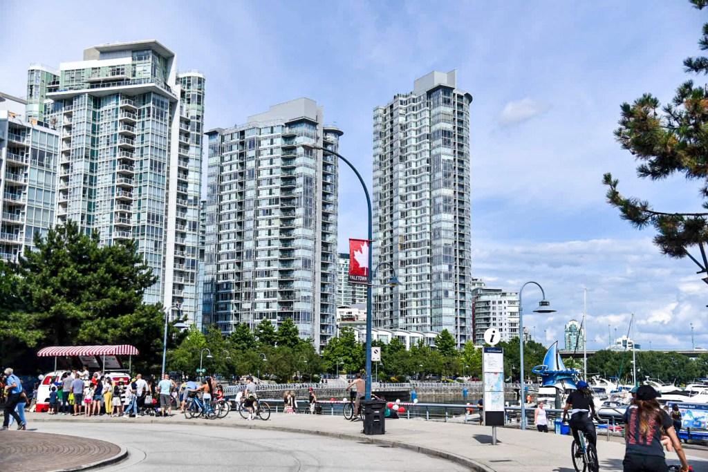 Vivre au Canada, Downtown Vancouver au festival du 14 juillet.