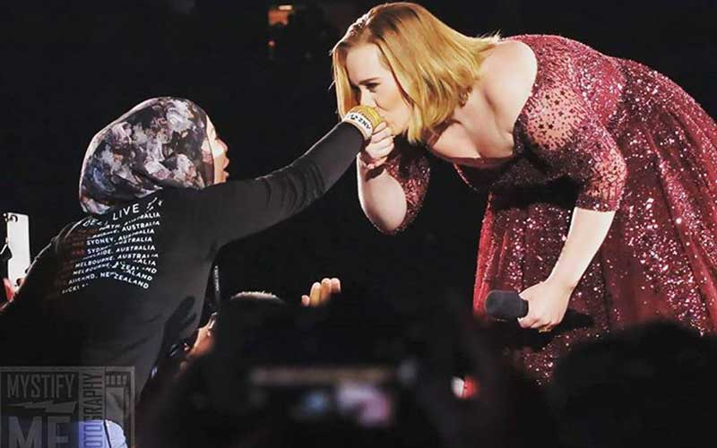 adele kisses the hand