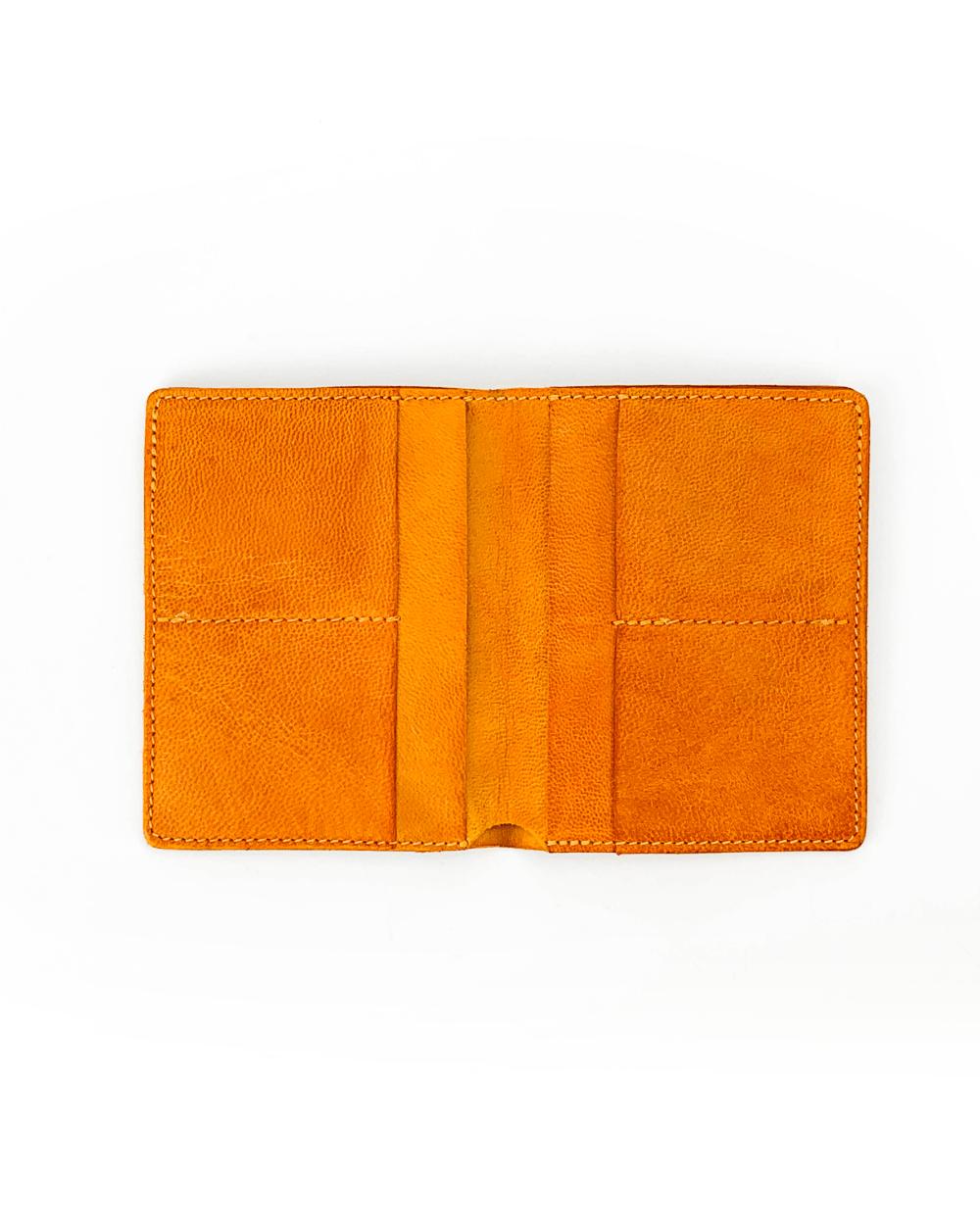 Portafoglio verticale in pelle tinta in capo giallo