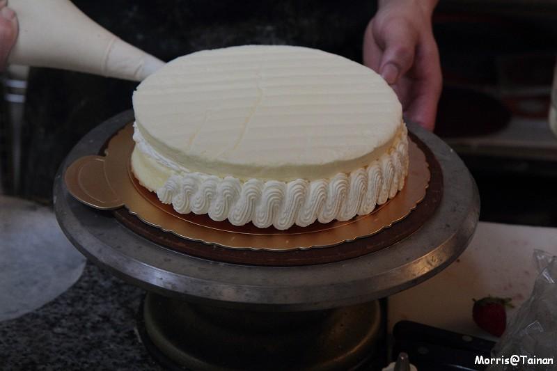 【臺南】甜在心裡‧舒芙里法式烘焙坊細雪蛋糕 | 攝影‧旅行‧拈花惹草→Morris