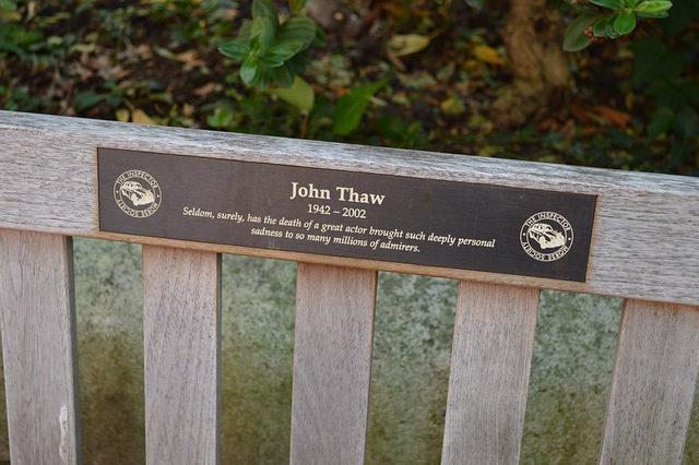 thaw-bench-the-gardens-of-actors-church-st-pauls-covent-garden