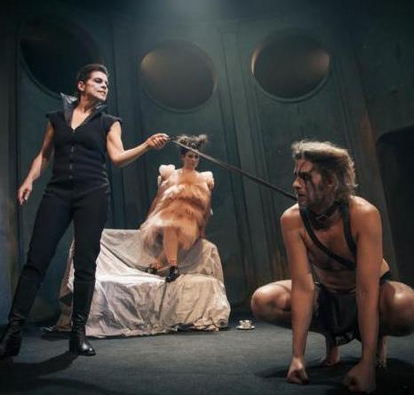 ANMELDELSE: Men lever man?, Aarhus Teater
