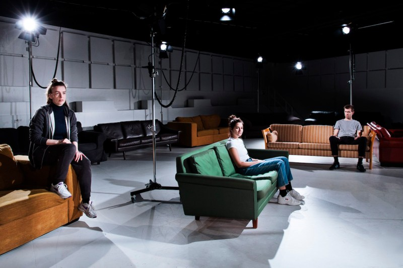 My heartache brings all the boys to the yard - Aarhus Teater