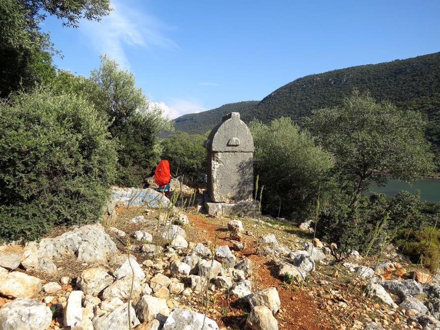 lykisches Steingrab auf dem Wanderweg