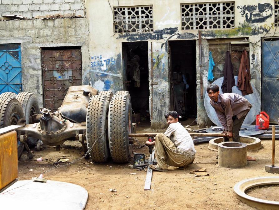 Reifenmacher in der Werkstatt