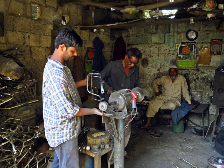 Metallarbeiter in der Werkstatt