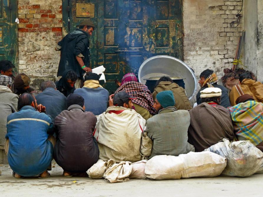 Armenspeisung auf der Straße