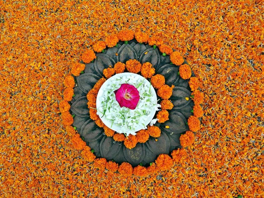 hinduistisches Blumenopfer